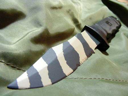 Камуфлированный нож
